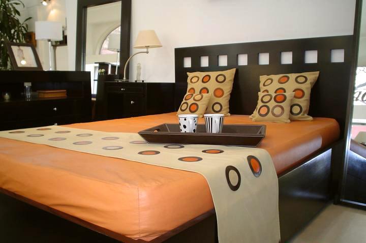 Mesas sillas mesas de luz comodas chifoniers cajoneras for Imagenes de futones