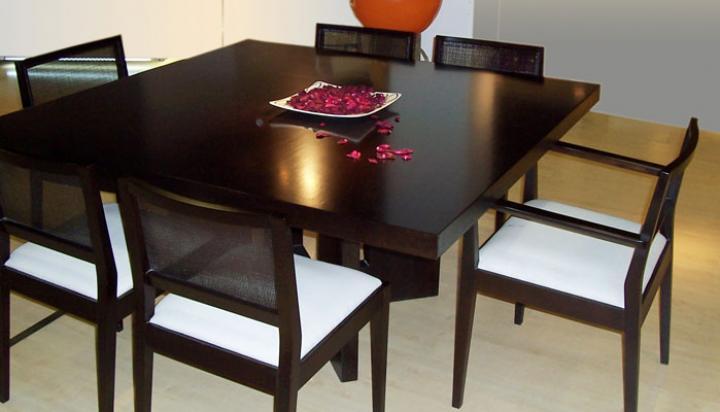 Mesas sillas mesas de luz comodas chifoniers cajoneras for Mesas cuadradas para comedor